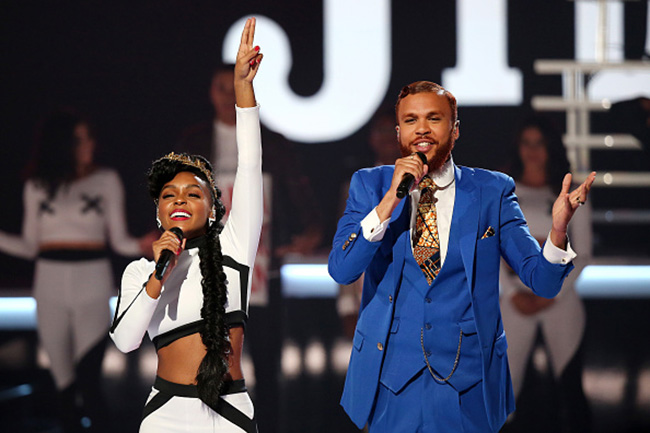 Janelle Monae and Jidenna perform %22Yoga%22 and %22Classic Man%22 at the BET Awards 2015