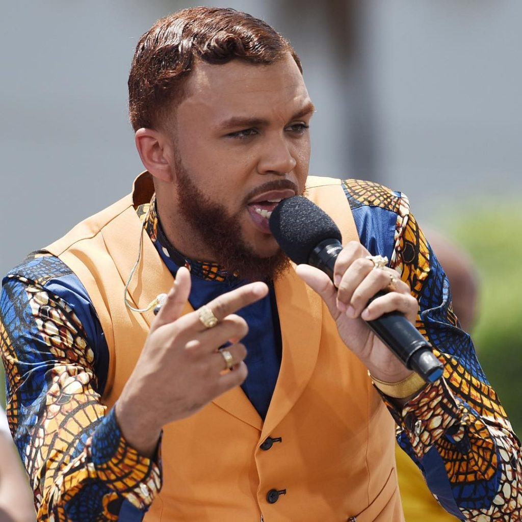 Award Show- Jidenna Performs %22Chief Don't Run%22 and %22A Little Bit More%22 at the BET Awards 2016 Pre Show 2