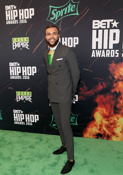 award-show-jidenna-on-the-bet-hip-hop-awards-red-carpet-betinstabooth2016-cypher-2