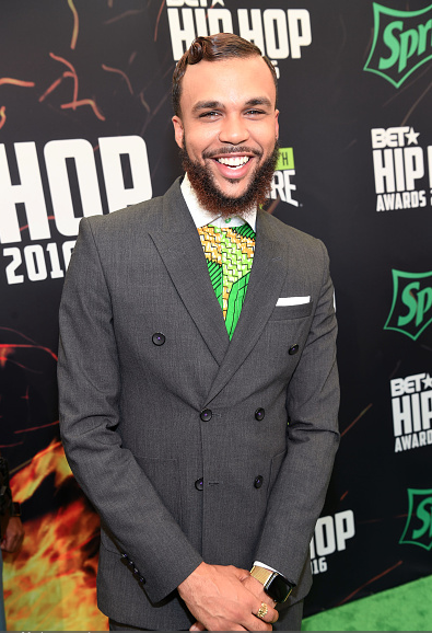 award-show-jidenna-on-the-bet-hip-hop-awards-red-carpet-betinstabooth2016-cypher-3