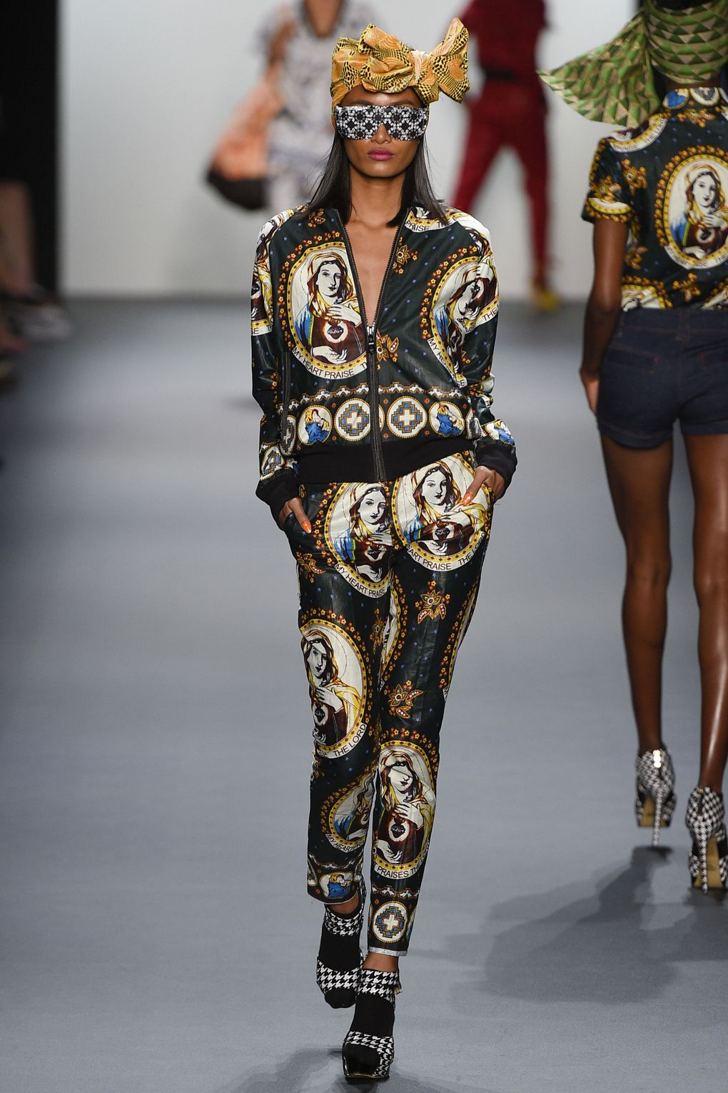 fashion-week-xuly-be%cc%88t-xuly-be%cc%88t-sprigsummer-2016-ready-to-wear-collection-10