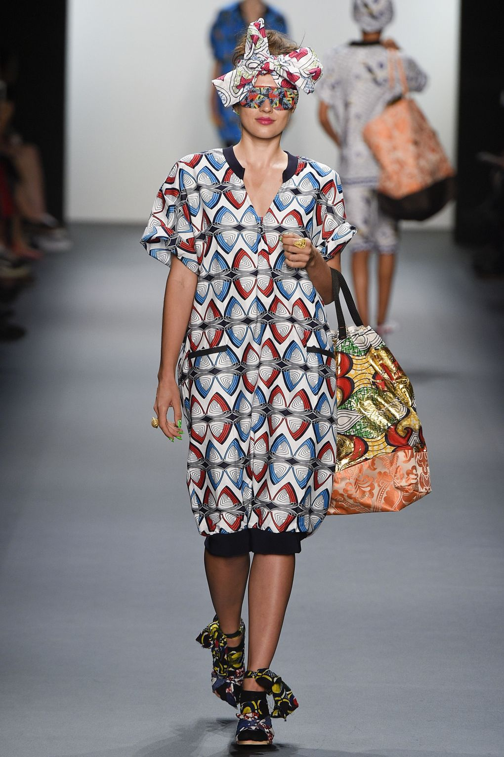 fashion-week-xuly-be%cc%88t-xuly-be%cc%88t-sprigsummer-2016-ready-to-wear-collection-13