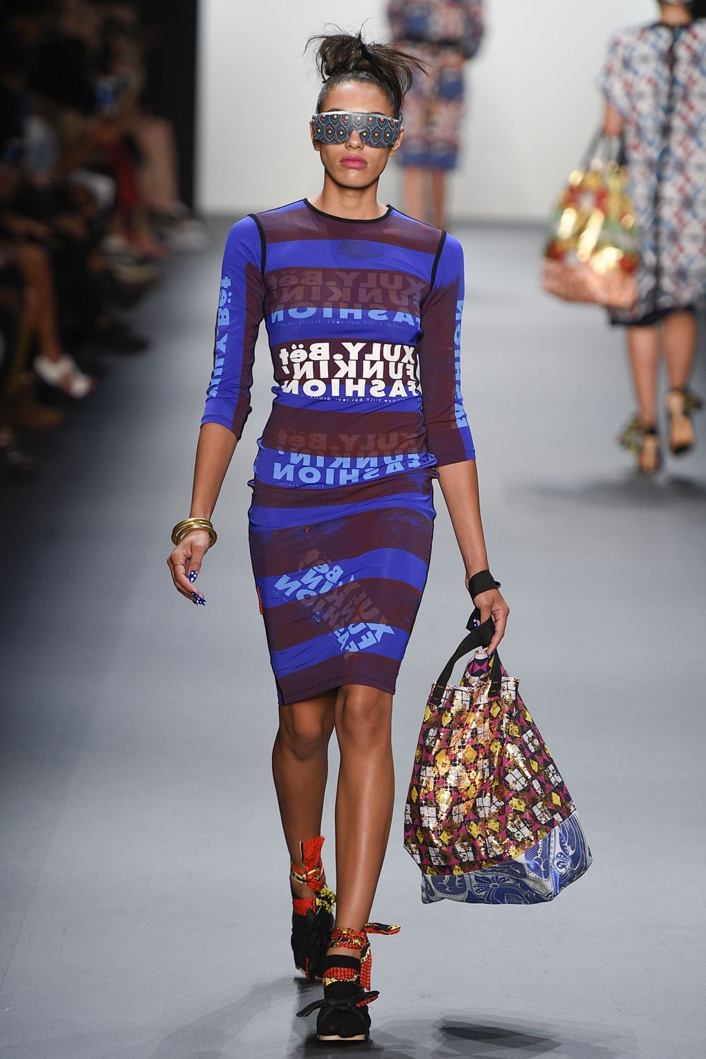fashion-week-xuly-be%cc%88t-xuly-be%cc%88t-sprigsummer-2016-ready-to-wear-collection-15
