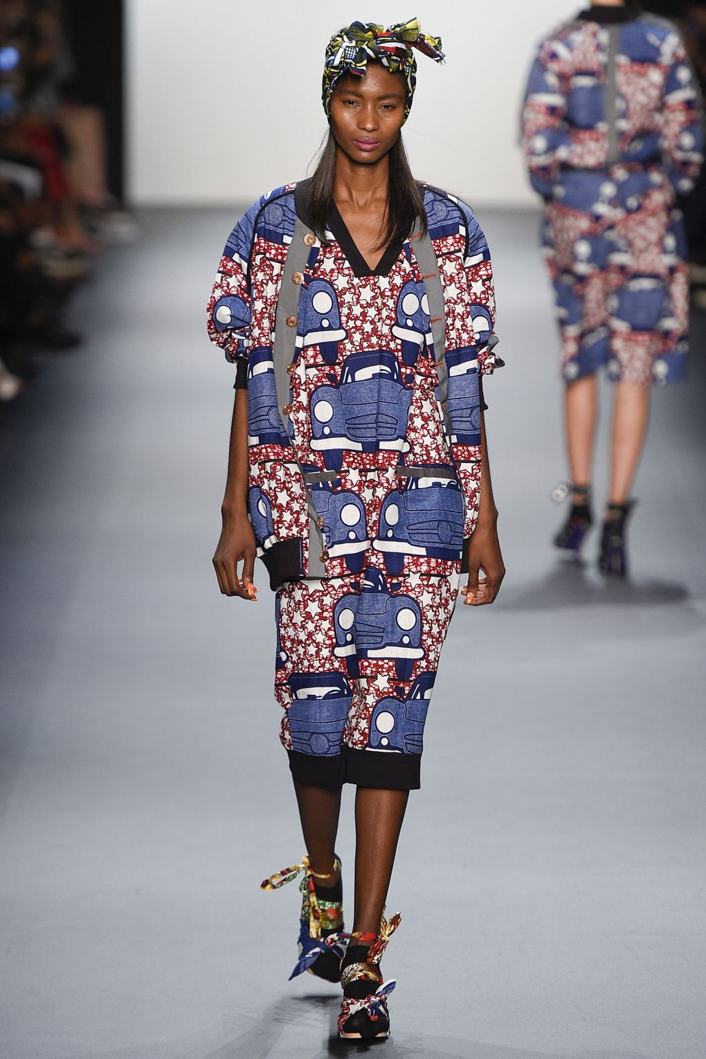fashion-week-xuly-be%cc%88t-xuly-be%cc%88t-sprigsummer-2016-ready-to-wear-collection-17