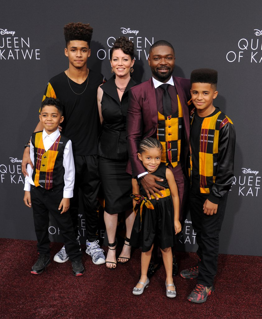 movie-premiere-david-oyelowo-and-family-in-custom-kutula-by-africana-for-queen-of-katwe-movie-premiere-1