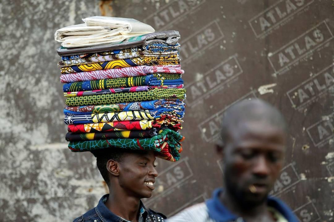 ankara-photo-of-the-day-%22lagos-ankara-seller%22-by-akintude-akinleye